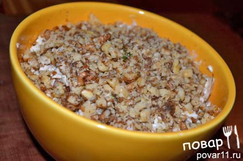 салат из шампиньонов,курицы и грецких орехов