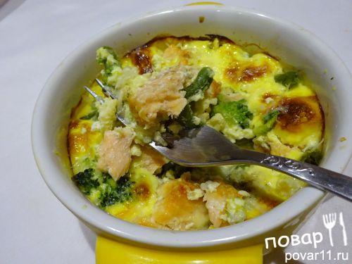 Запеченная семга с брокколи и фасолью