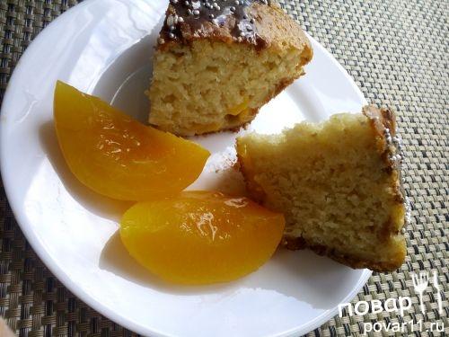 Пирог с кусочками персиков
